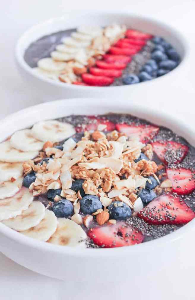Vegan-Berry-Green-Smoothie-Bowls-with-fruit-and-granola-6
