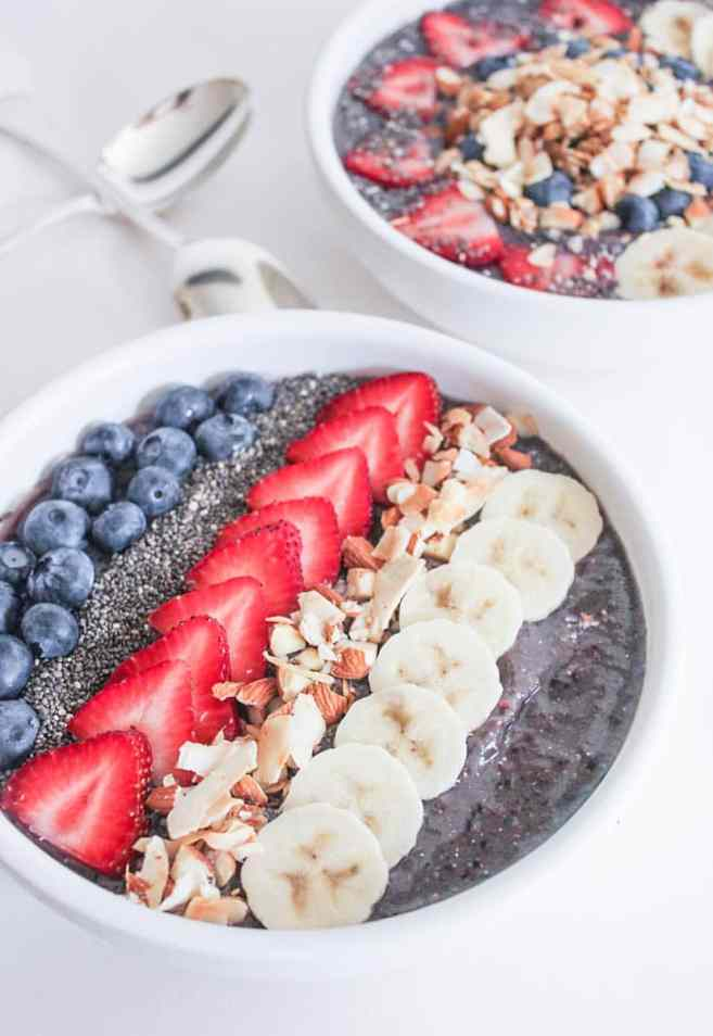 Vegan-Berry-Green-Smoothie-Bowls-with-fruit-and-granola