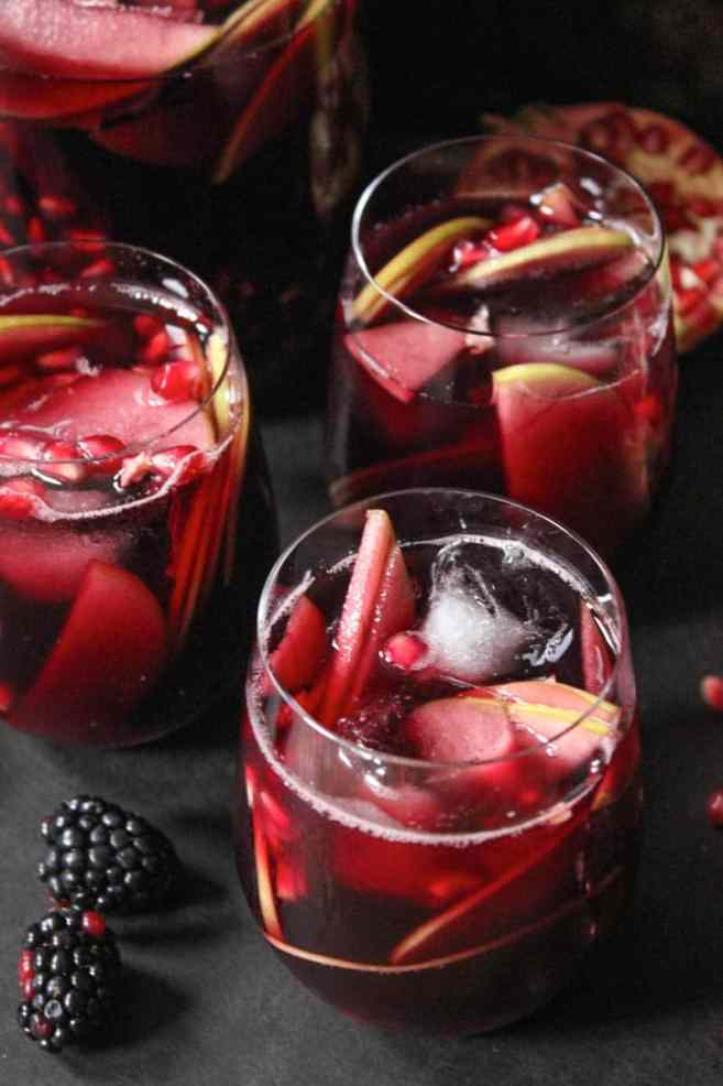 autumn-sangria-with-apples-pomegranate-blackberries-2