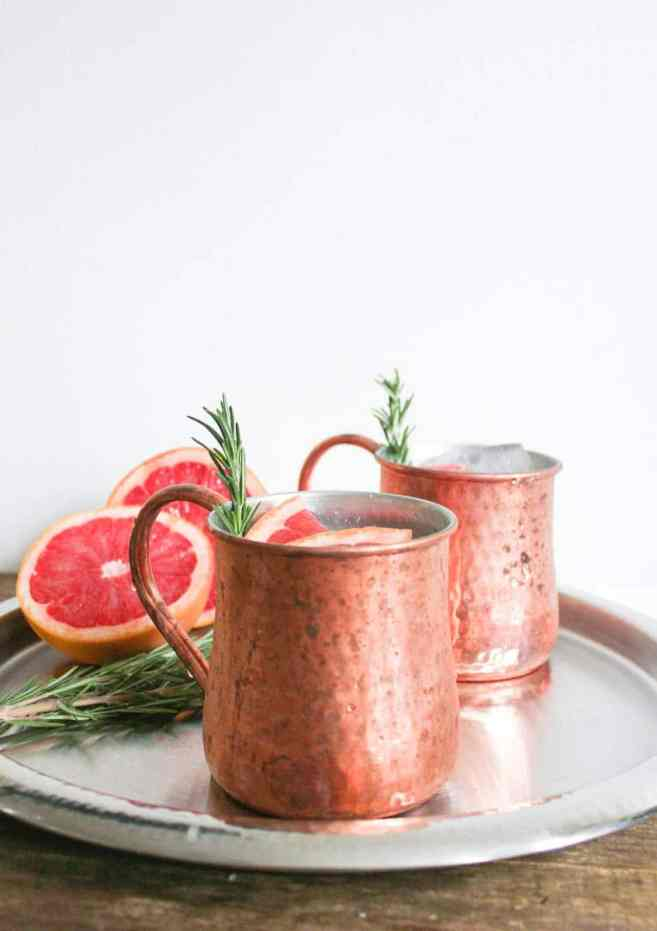 grapefruit-rosemary-moscow-mule-cocktail-recipe-1