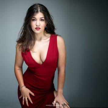 giada-ritratto-glamour-milano-abito-rosso-001