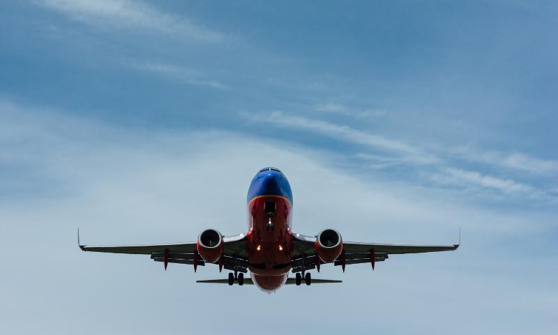 Airplane in flight (Gary Lopater)