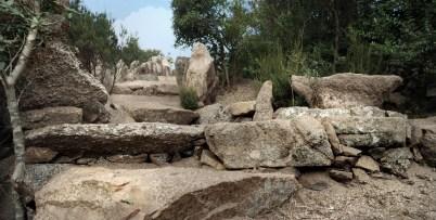 Viale con gradini per abbellimento fontana - Stone path with natural stone steps