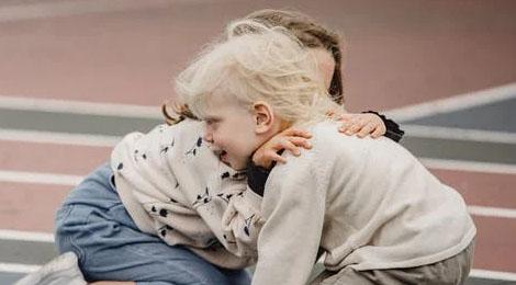 Zrozumieć przyjaciół z autyzmem. Uczymy dzieci akceptować inność.
