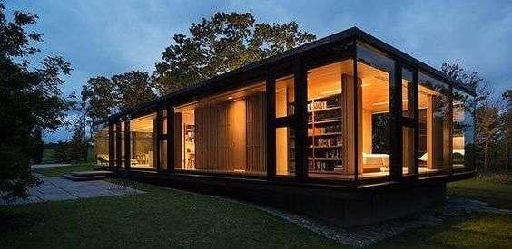 casa din containere cu multe ferestre