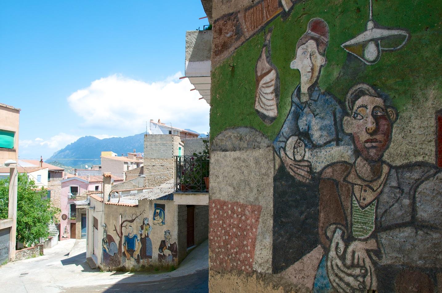 Orgosolo il paese dei murales  Domusdejanas