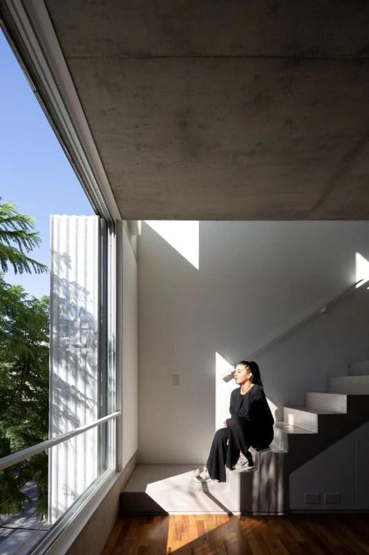 """Interno rivestito in specchio """"grigio italia"""" Alonsocrippa Design A Residential Building In Buenos Aires"""