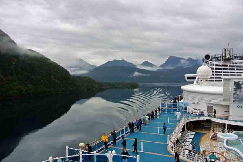 Cruising Fiordlands National Park