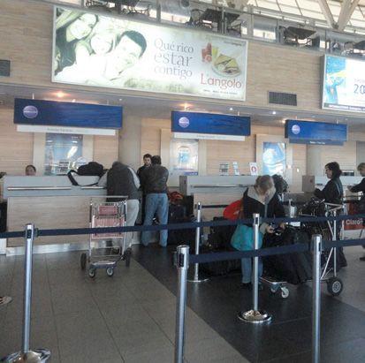 poste separador con cinta extensible. Imagen ejemplo aeropuerto