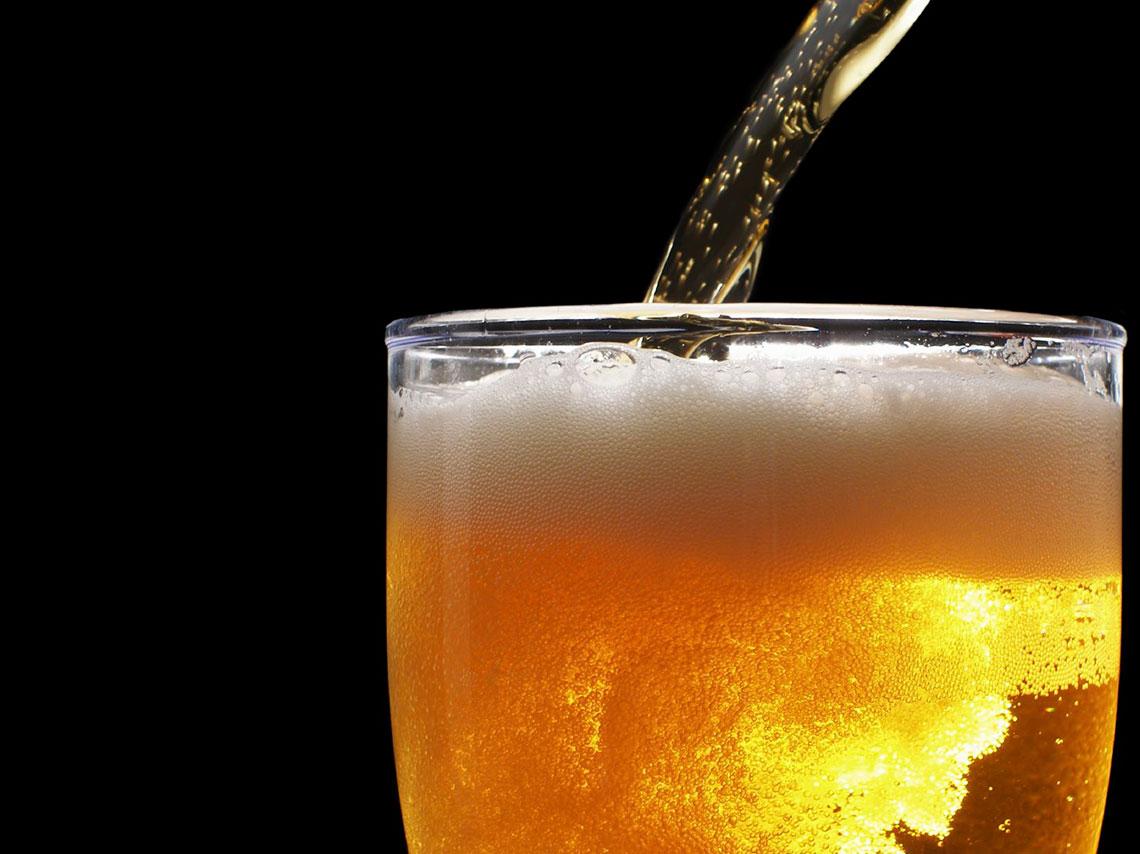 En este spa de cerveza te sumergirás en un barril con cerveza, te darán un masaje y baño, acompañado de degustación de cerveza artesanal.