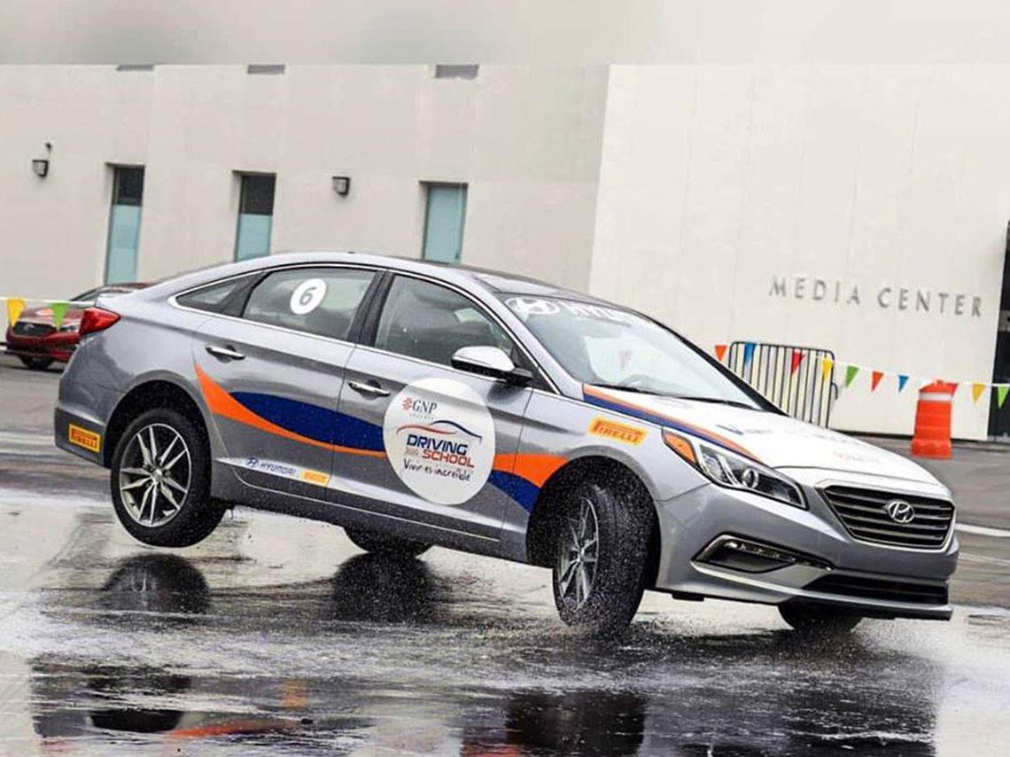 Curso de manejo deportivo en el aut dromo d nde ir d nde ir for Puerta 9 autodromo