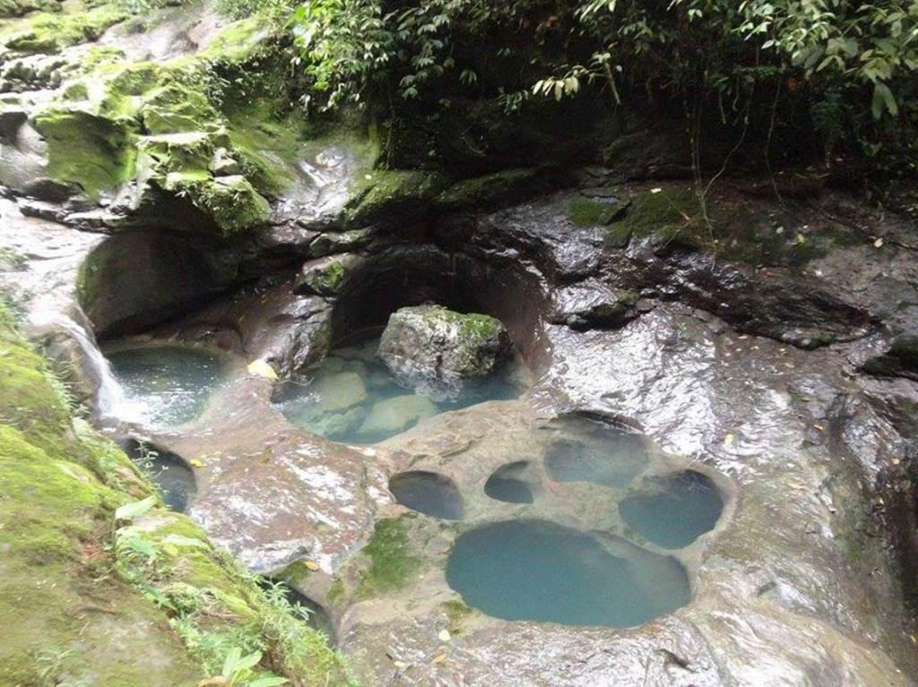 Buscamos cinco actividades y atracciones ecoturísticas en Puebla como sumergirte en una poza con forma de pata de perro, explorar el interior de una gruta
