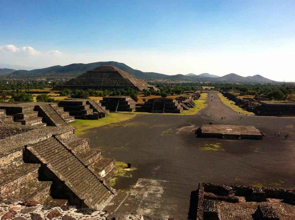 Campamento en Teotihuacán con lluvia de estrellas