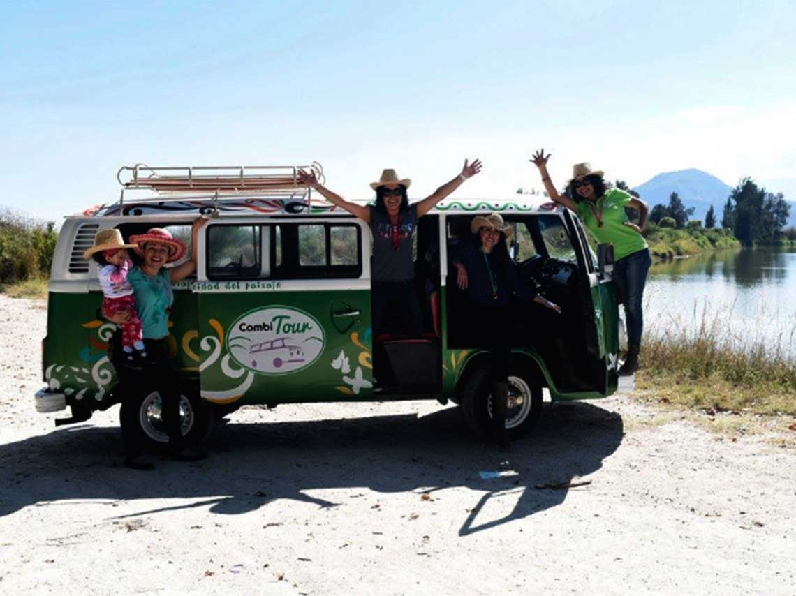 Tour de mezcal y pozole en combi por un Pueblo Mgico