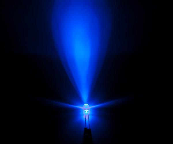 20 Pezzi Led BLU - BLUE 5 mm standard super bright LED light-emitting Diodos