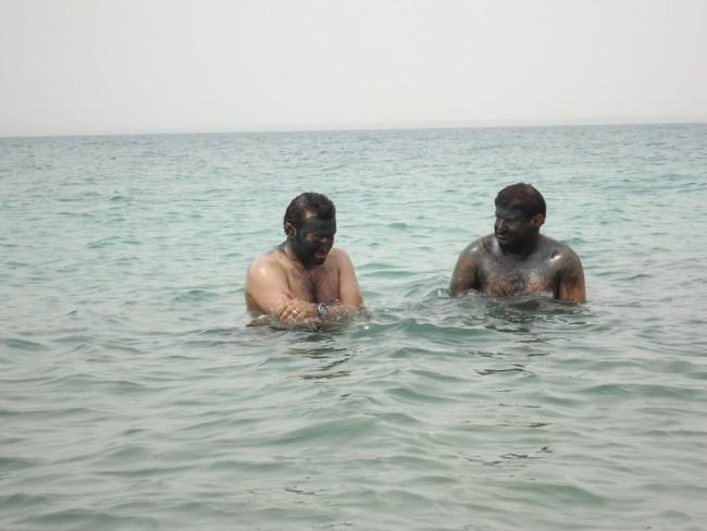 Baño de barro en Mar Muerto