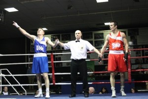 Jason Quigley takes the victory as Olympian O'Neill looks on in the quarter final