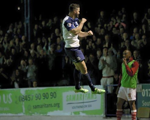 Stephen McLaughlin celebrates his goal for Southend United last night.