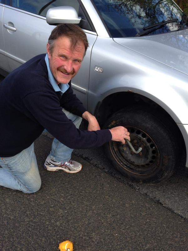 Vincent McGlynn shows Eamon McGee how to change a tyre!
