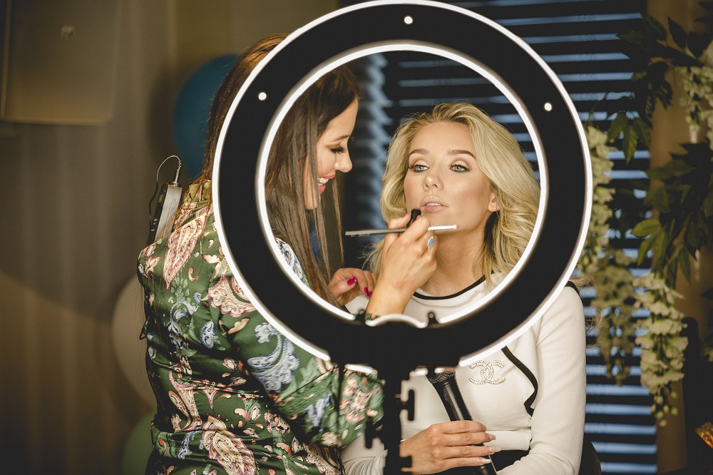 Top makeup artist 'LMD' visits Letterkenny for Magees Masterclass