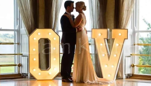Couples will LOVE that this wedding company is taking €300 off decor for Christmas