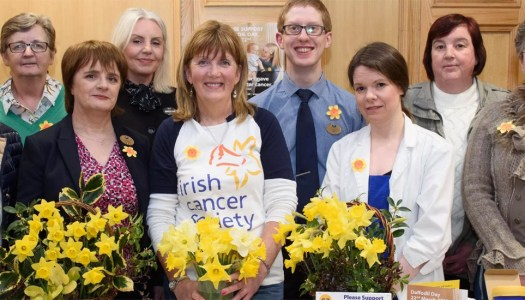 Happy volunteers out to turn Donegal yellow this Daffodil Day