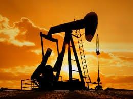 النفط يبلغ أعلى مستويته خلال 13 شهرا