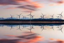 Photo of تدفق الأموال إلى أسهم الطاقة المتجددة .. استثمار حقيقي أم فقاعة اقتصادية؟