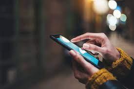 ميزة تنبيه جديدة من غوغل تحذرك من استخدام الهاتف الذكي أثناء المشي