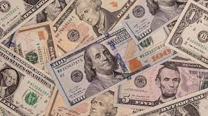 الدولار ينخفض لأدنى مستوى في 6 أسابيع