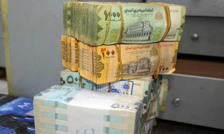 الريال اليمني يتراجع إلى أدنى مستوى في تاريخه أمام الدولار