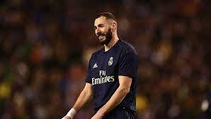 بنزيما يعد جماهير ريال مدريد بعد التجديد