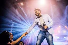 تامر حسني يُشعل حفله في الساحل الشمالي