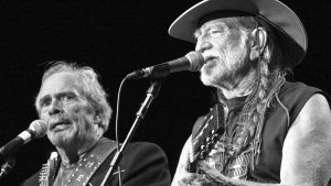 Willie-Nelson-and-Merle-Haggard-are-Teaming-Up-FDRMX