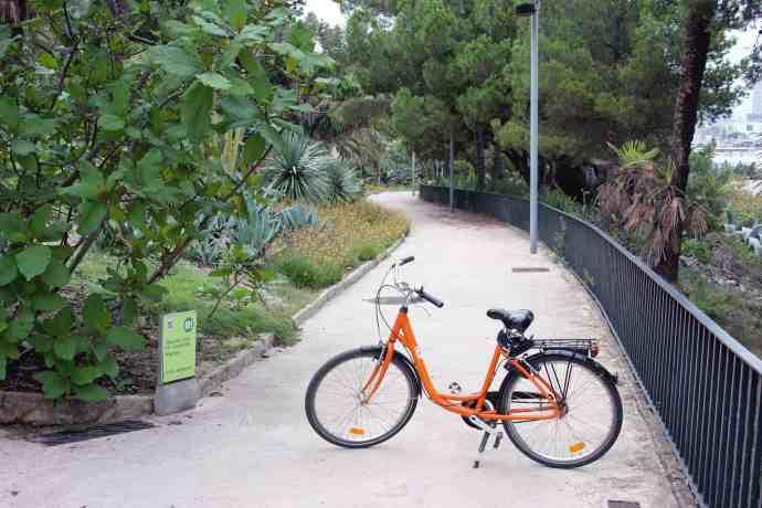 Bike tour in Barcelona, at Jardins de Joan Brossa