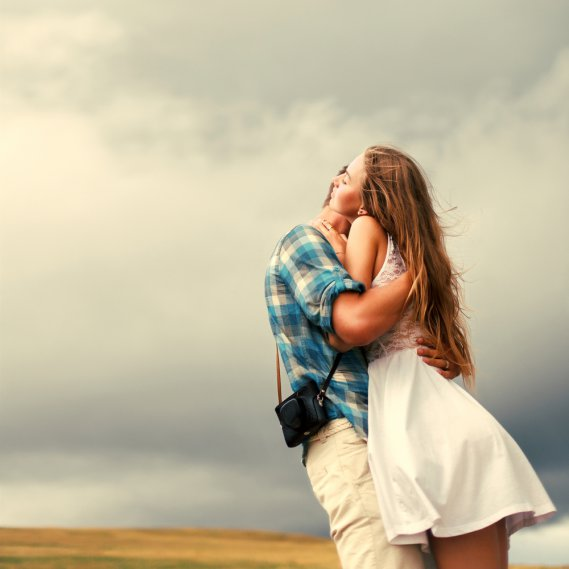 Sognare di abbracciare qualcuno significato  DonnaD