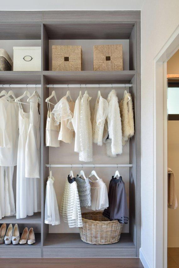 Cambio armadio organizzare e mettere in ordine i vestiti  DonnaD