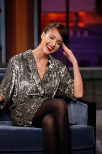 Jessica Alba a The Jay Leno Show in collant neri