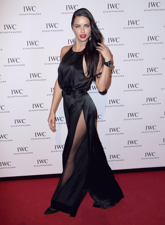Adriana Lima in collant e tacchi a spillo 02
