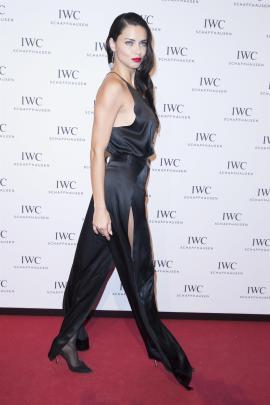 Adriana Lima in collant e tacchi a spillo 11