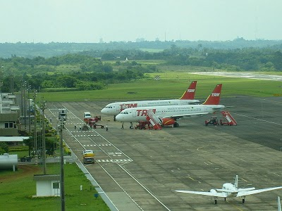 800px-Airport_Foz_do_Iguacu.jpg