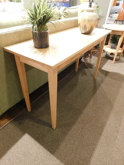 Shaker Sofa Table Wood Species Shown: Oak Fully Customizable. Please contact us for pricing details.