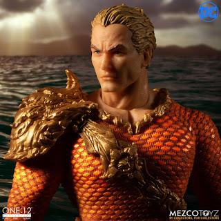 Mezco-JL-Aquaman-05