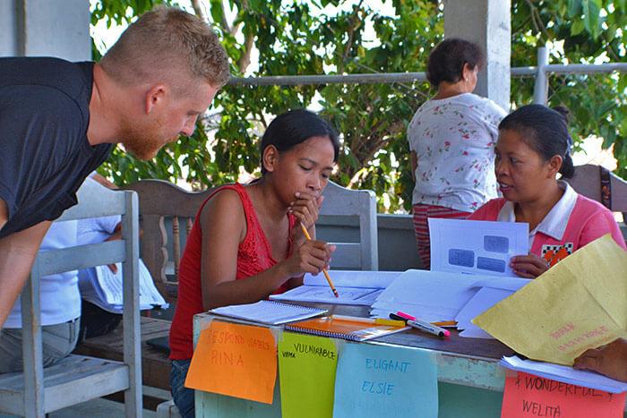 6 Ways Volunteering Overseas Will Change You Life | DFTM
