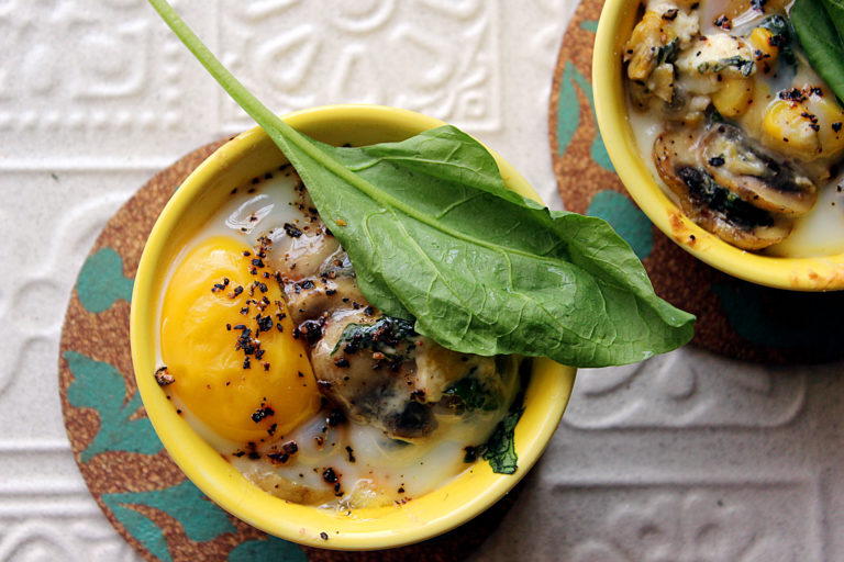 20 mins Healthy and gluten free Baked Eggs Recipe with Spinach, Mushroom and Corn