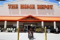 Home Depot Is Hiring 80,000 Seasonal Employees: Apply Now ...