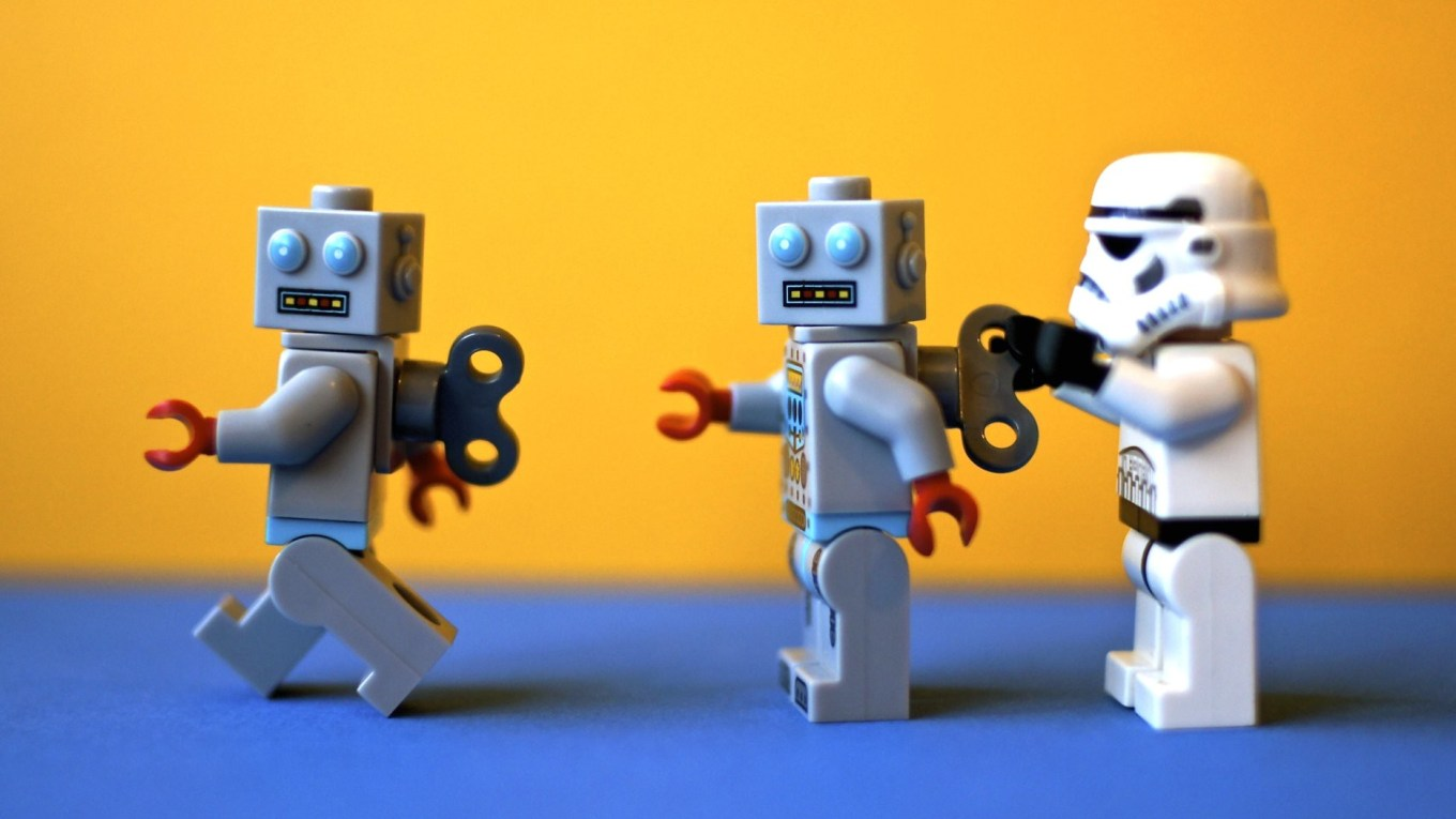 Lego Stormtrooper winding toy robot soldier up