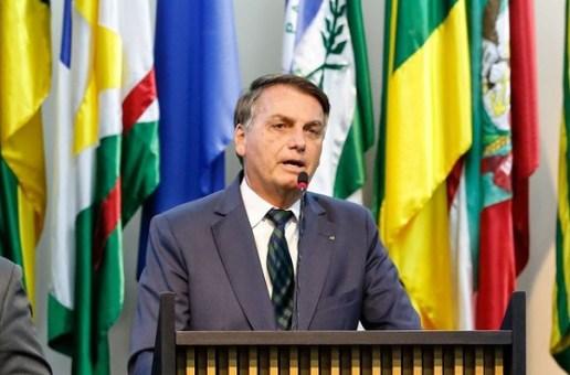 Bolsonaro leva água às escolas do Nordeste