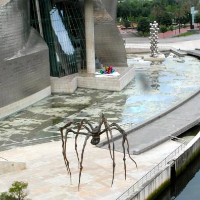 Mama de Louise Bourgeois, en el exterior del Guggenheim de Bilbao