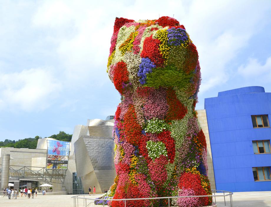 Puppy de Jeff Koons, a la entrada del Guggenheim de Bilbao